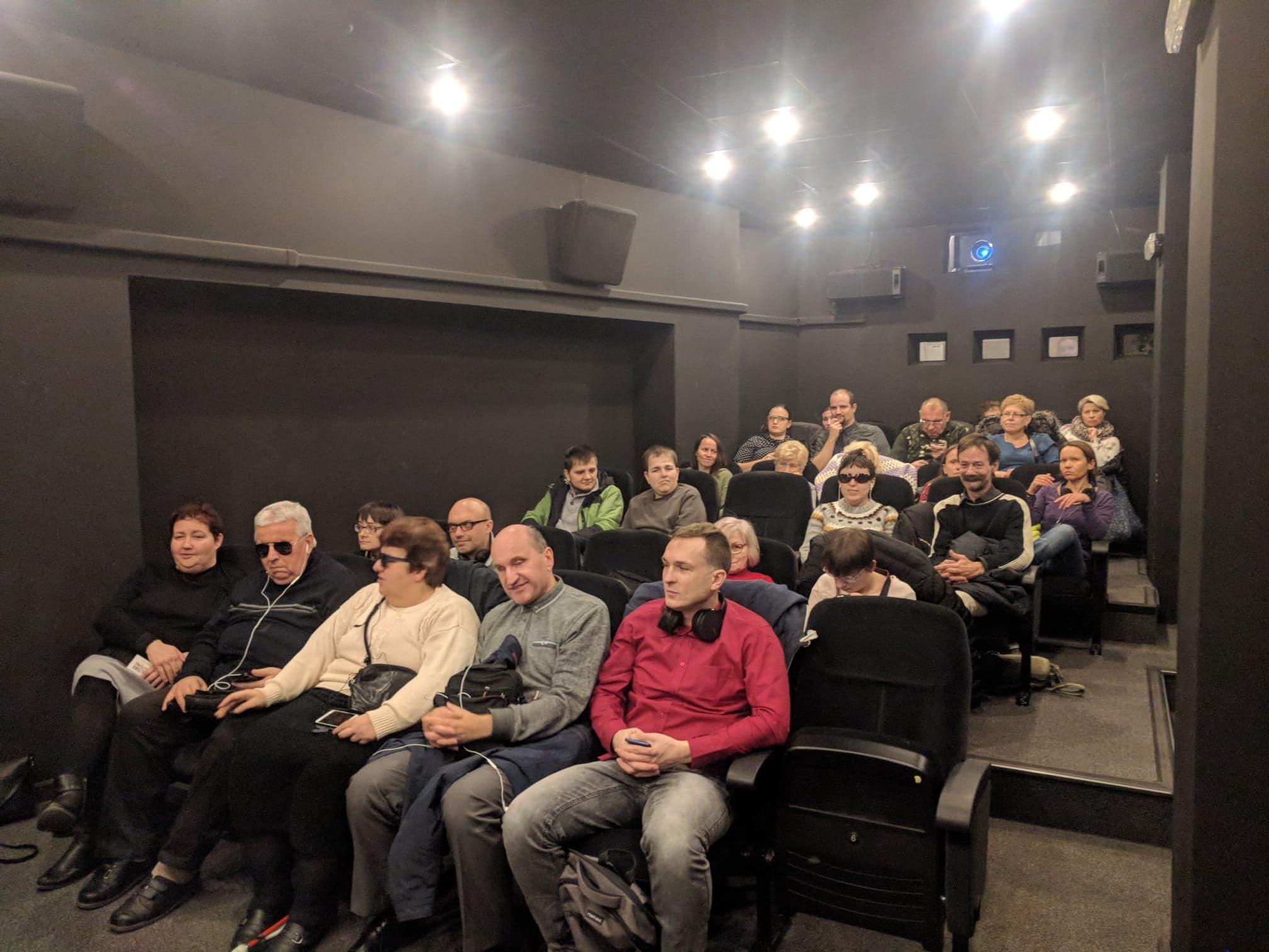 Zapełniona salka kinowa w Światowidzie