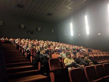 Pełna sala widzów w Kinie Helios